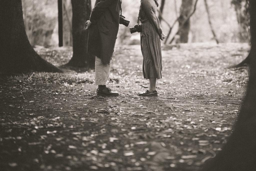 おしゃれなエンゲージメントフォト 足元ショット 結婚写真