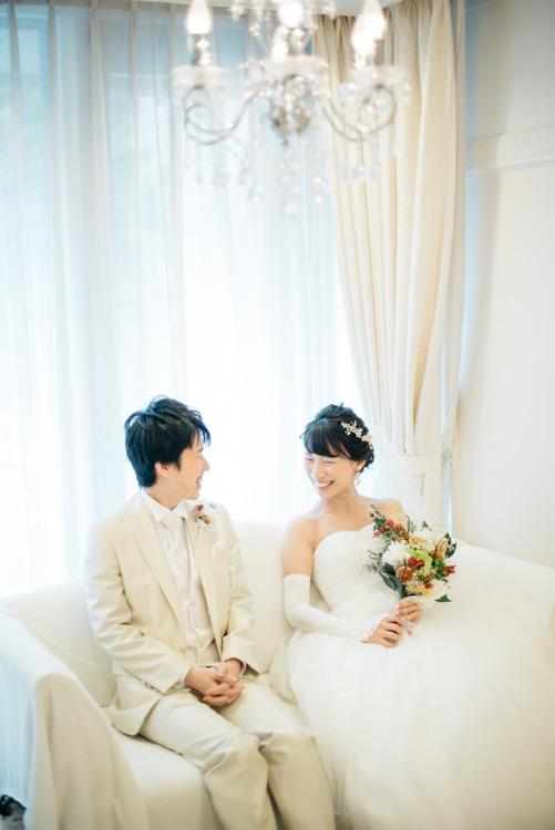青山エリュシオンハウス 結婚式の外注持ち込みカメラマン 控え室の二人