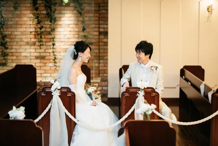 青山エリュシオンハウス 結婚式の外注持ち込みカメラマン チャペルでの2ショット