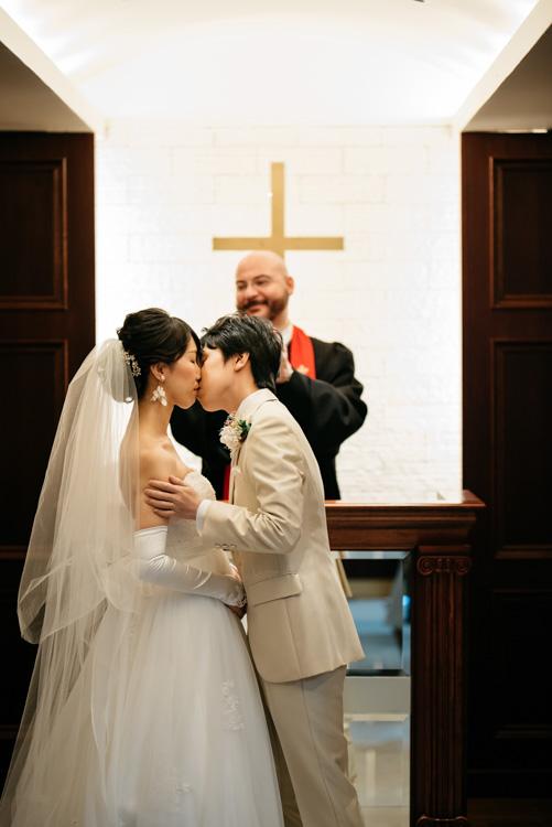 青山エリュシオンハウス 結婚式の外注持ち込みカメラマン キス