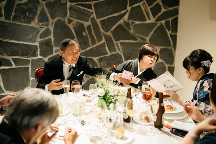 青山エリュシオンハウス 結婚式の外注持ち込みカメラマン 喜ぶ家族